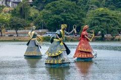 Ogum、纳纳和Candomble传统非洲圣徒Iansa Orixas雕象在Dique做托罗罗-萨尔瓦多,巴伊亚,巴西 库存照片