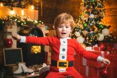 Oh d?a feliz Contenido de la media de la Navidad Alegr?a y felicidad Momentos de la ni?ez Regalo de la Navidad del control de san foto de archivo libre de regalías