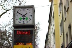Oh kein, it& x27; s ein Diesel stockbild