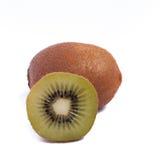 ohe y haif frescos de la fruta del kivi en el cierre blanco del fondo para arriba Fotografía de archivo libre de regalías