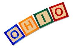 Ohio en letras de molde de madera aisladas Foto de archivo libre de regalías