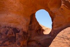 Ohr des Winds Natürlicher Bogen des Schlagloches abgefressen im Sandstein Lizenzfreie Stockbilder