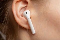 Ohr mit Kopfhörer stockfotografie