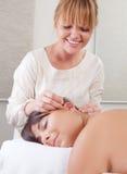 Ohrenakupunktur-Behandlung Lizenzfreie Stockbilder