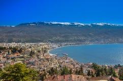 Ohrid con el lago Ohrid, Macedonia - panorama Imagen de archivo