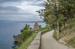 Ohrid kyrkan för sjö, Makedonien - Kaneo - St John arkivbild