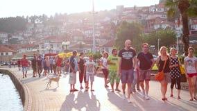 OHRID, MAZEDONIEN, IM JUNI 2015: Alltagsszene von Ohrid-Stadt von Mazedonien, das für seine UNESCO berühmt ist, listete historisc stock footage