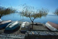 Ohrid sjön - fiskebåtar royaltyfri foto