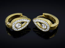 Ohrringe mit Kristallen - Edelstahl Lizenzfreies Stockfoto
