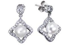 Ohrringe mit Zircon und teurer großer Perle Stockbilder