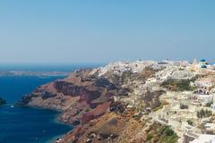 Oia、传统希腊村庄和Aegan海, 免版税图库摄影