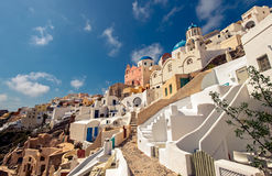Oia圣托里尼海岛,希腊美丽的镇的看法  库存照片