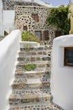 Oia村庄传统建筑学在桑托林岛海岛上的 库存图片
