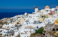 Oia村庄视图,圣托里尼海岛,希腊 免版税库存图片