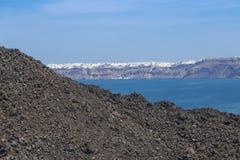 Oia看法从火山的 图库摄影