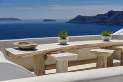 Oia豪华甲板和露台 库存图片