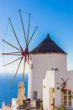 Oia风车,圣托里尼海岛,希腊 免版税库存照片