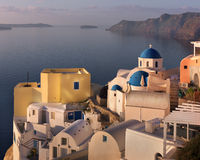 Oia χωριό το πρωί, Santorini, Ελλάδα Στοκ Εικόνες