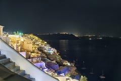 Oia к ноча - остров Кикладов - Santorini - Греция стоковое изображение