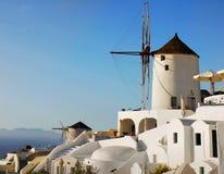 Oia镇圣托里尼海岛,风车,希腊 免版税库存照片
