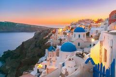 Oia bij zonsondergang, Santorini, Griekenland stock foto