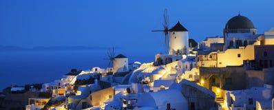 Oia-Dorf bis zum Nacht Lizenzfreies Stockbild