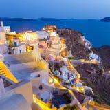 Oia dorp op Santorini in zonsondergang, Griekenland Royalty-vrije Stock Foto