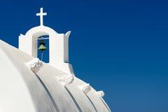 OIA, EILAND SANTORINI, 03,2014 GRIEKENLAND-SEPTEMBER: foto van Griekse chu Stock Afbeeldingen