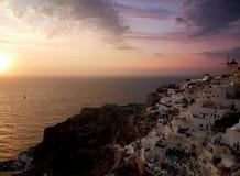 Oia färgrik solnedgång royaltyfri fotografi