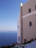 Oia huis dat over de caldera kijkt Stock Foto's