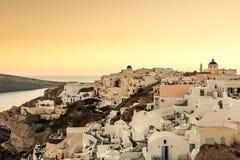 OIA, ISLA DE SANTORINI, GREECE-SEPTEMBER 02,2014: Puesta del sol en Oia, Sant Imagen de archivo libre de regalías