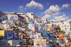 Oia, kleurrijke stad in Grieks eiland Santorini Royalty-vrije Stock Afbeeldingen
