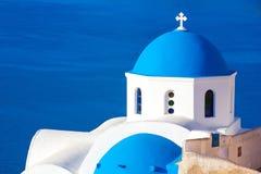 Oia kyrktar, den Santorini ön, Cyclades, Grekland Royaltyfria Bilder