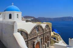 Oia santorini的希腊教会 免版税库存图片
