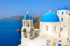 Oia - santorini - église orthodoxe Image stock