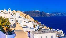 Oia Santorini ö, Grekland: Traditionellt och berömt vitt hous Arkivfoto