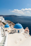 OIA Santorini dal mar Egeo fotografie stock