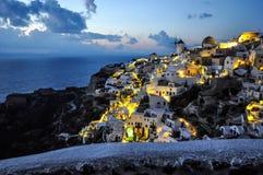 Oia, Santorini en la noche Imagenes de archivo