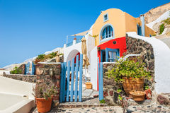 Красивая национальная архитектура в городке Oia, острове Santorini, g Стоковые Изображения