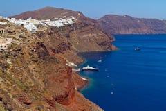 Oia-Stadt auf der Klippe von Santorini Stockfotografie