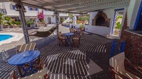Oia sull'isola di Santorini La Grecia caldera Spiaggia rossa Fira OIA piscina, hotel Fotografia Stock Libera da Diritti
