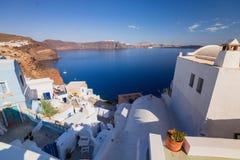 Oia sull'isola di Santorini La Grecia OIA Argilla bianca, costruzioni bianche Immagine Stock