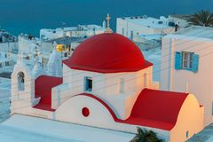 Oia Traditionelles Gebäude der griechischen Kirche Lizenzfreie Stockfotografie
