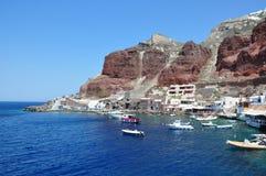 Oia, vue de la côte du port Amoudi Île de Santorini, Grèce Photos stock