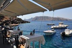 Oia, vue de la côte du port Amoudi Île de Santorini, Grèce Photographie stock libre de droits