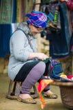 Oidentifierad Hmong kvinna i Sapa, Vietnam Royaltyfri Bild