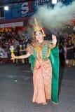 Oidentifierad traditionell dans för thai folk i ståta på den årliga festivalThao Suranaree monumentet Royaltyfri Bild