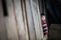 Oidentifierade barn för ` s för H-`-mong i Sapa, Vietnam Arkivfoton