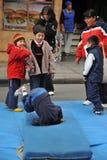 Oidentifierade barn på ferie i staden av La Paz Royaltyfri Bild