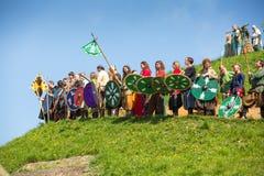 Oidentifierade deltagare av Rekawka - polsk tradition Royaltyfria Bilder